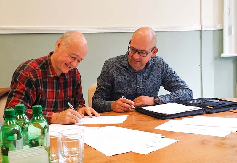 Mobility Networks Group Acdeos_Contract_Signing_Lex_Bram crop