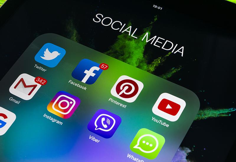 shutterstock_753334495 social media CROP