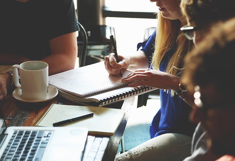 advice-advise-advisor-family-business-work-staff-calculate7096 CROP