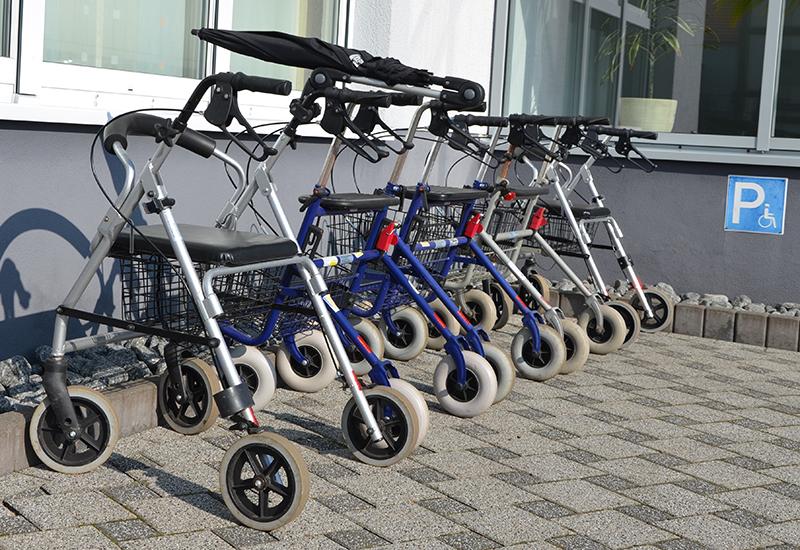 stock-rollator-walking-aid-mobility-equopment-521891 CROP