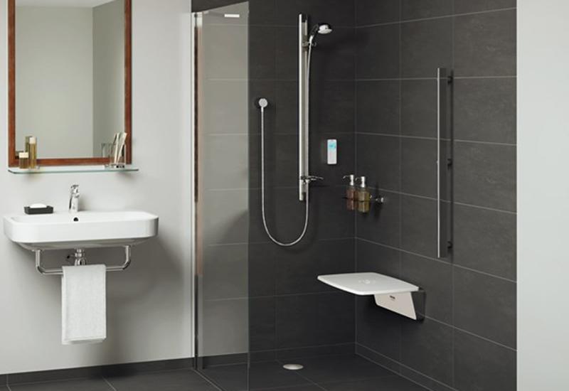 mira-digital-shower-vision-flex-roomset