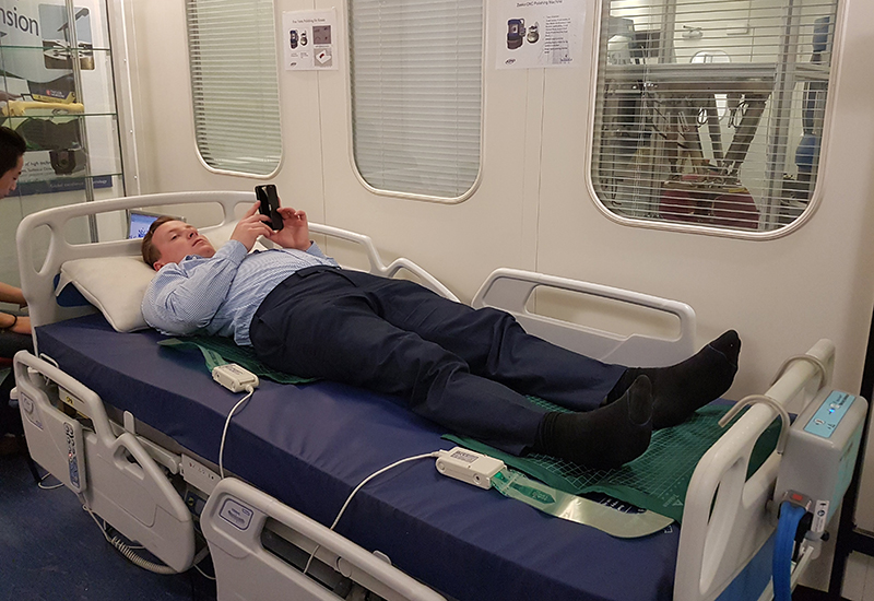 20181010-Innova-Joe-sleeping-on-a-mattress
