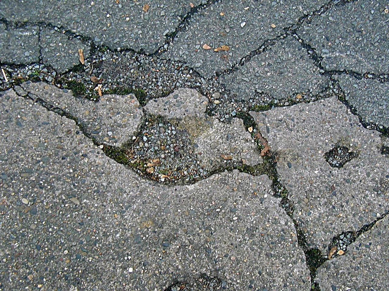 road-damage-232343_1280